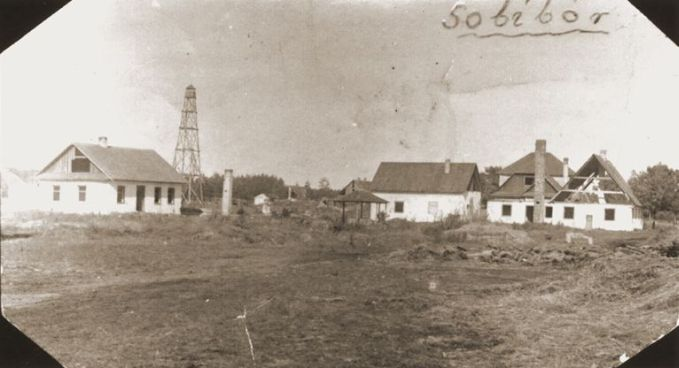 Sobibor in 1944. The watchtower of the former forestry is clearly visible (photograph United States Holocaust Memorial Museum).